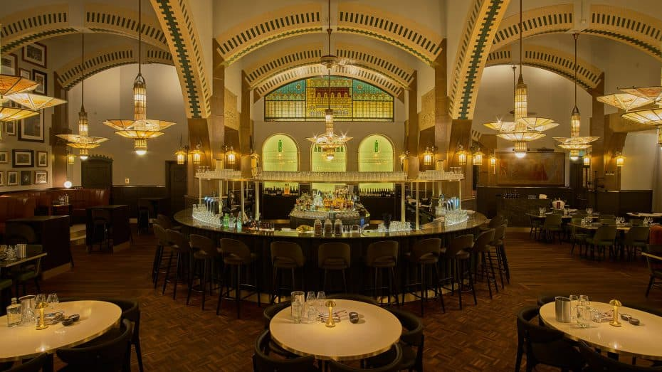 Cafe Americain art deco bar met audio systeem